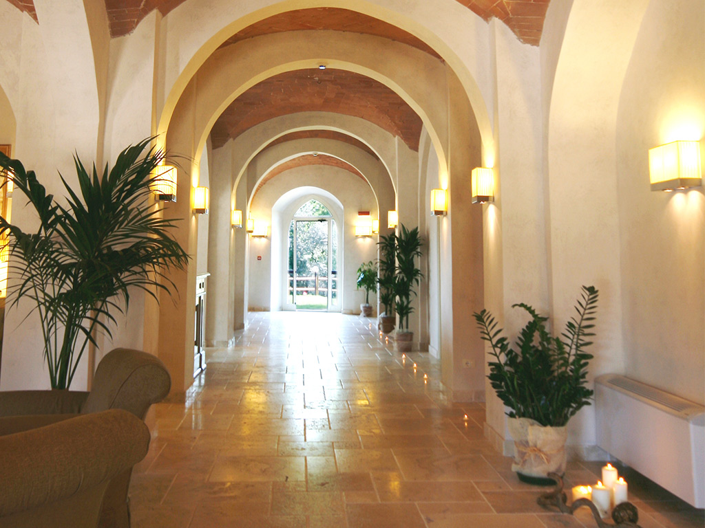 corridor with plants Hotel Certaldo