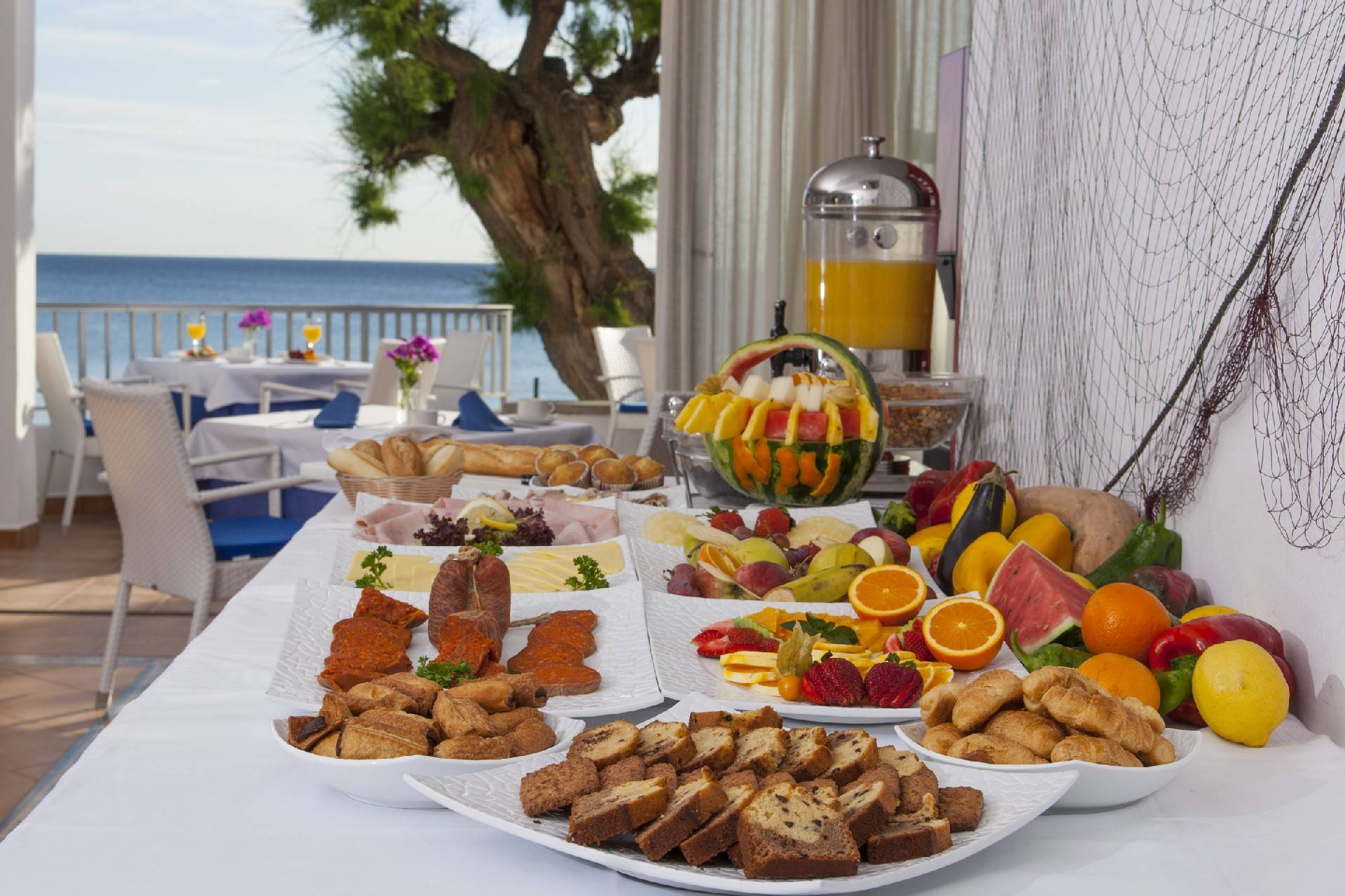 breakfast-at-the-hotel-niu-cala-san-vicente--by-hoposa