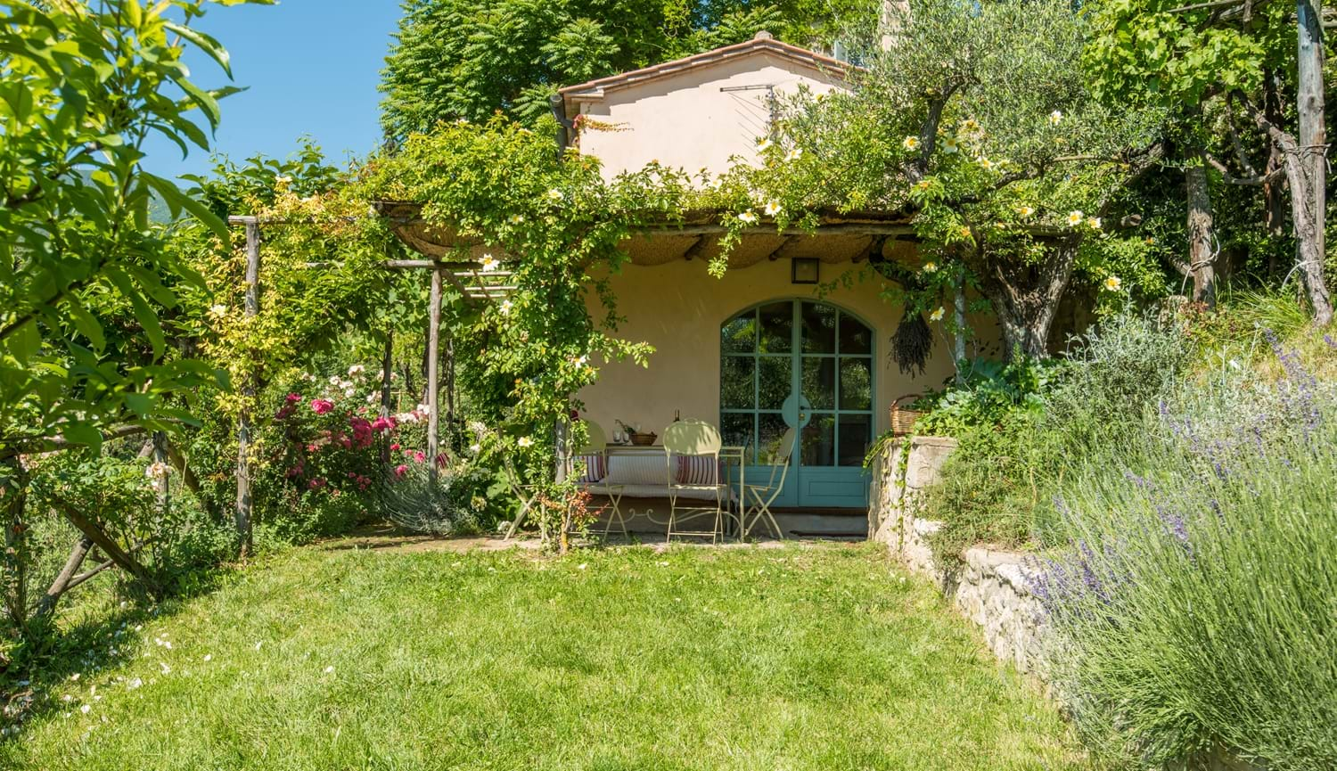 grassed garden with trees and villa Villa La Torretta