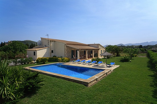 Garden and Swimming Pool Villa Pedra Vista