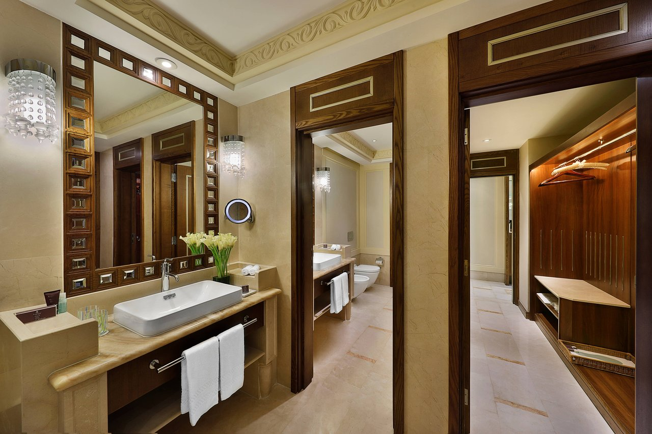 Al Bustan Palace Bathroom