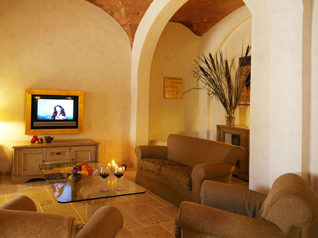 lounge with sofas and TV Hotel Certaldo
