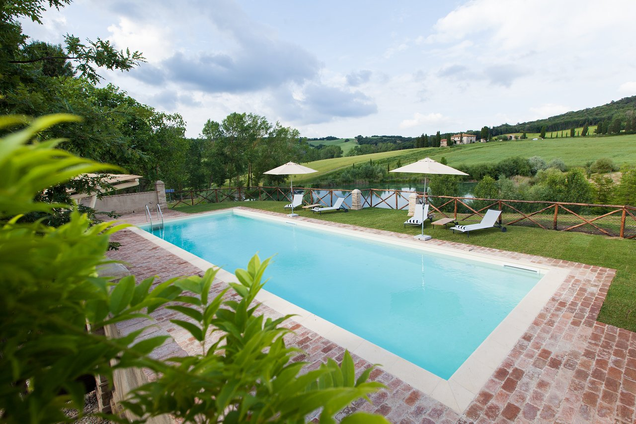 Borgo Pignano Swimming Pool