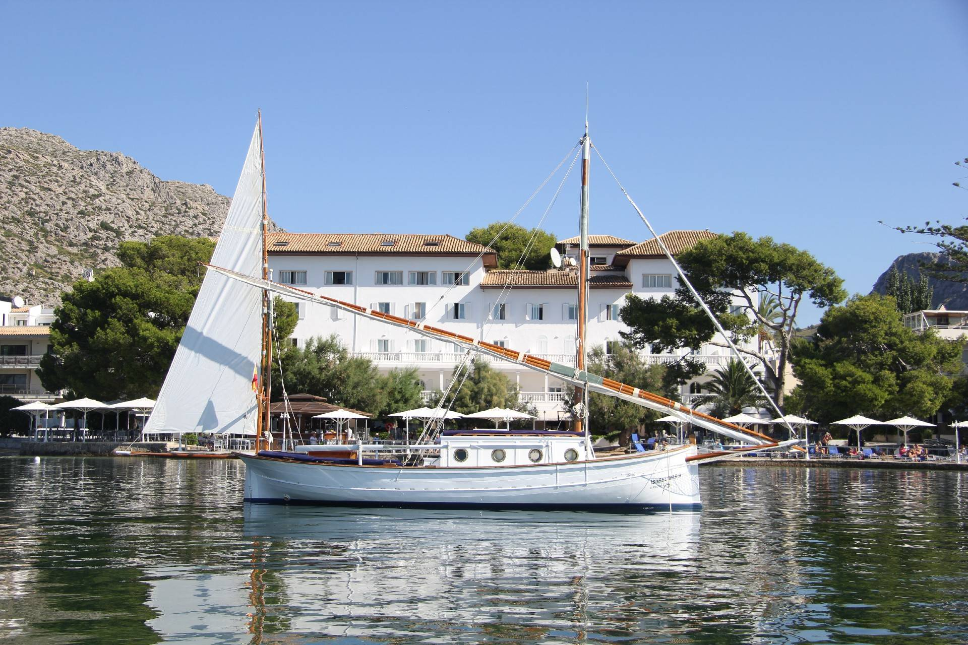 isabel-maría-2-boat-at-hotel-illa-d'or-puerto-pollensa--by-hoposa