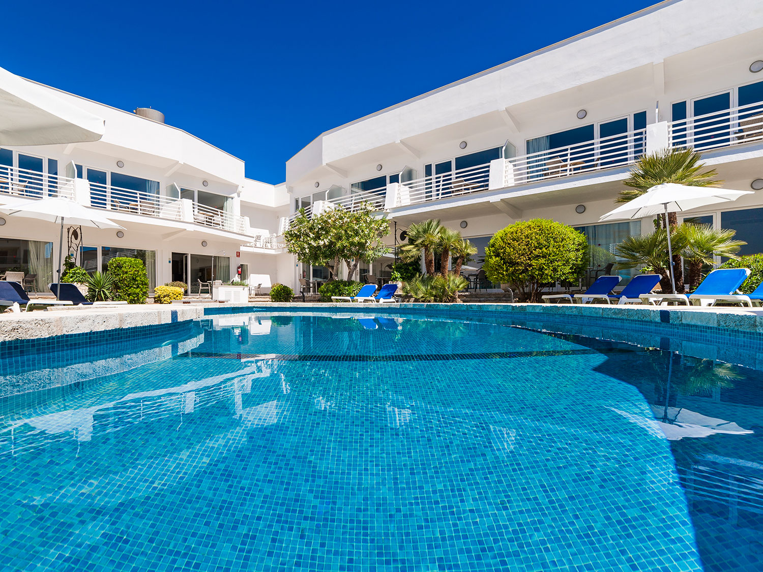Swimming Pool and Apartments Exterior Hoposa Apartments Montelin