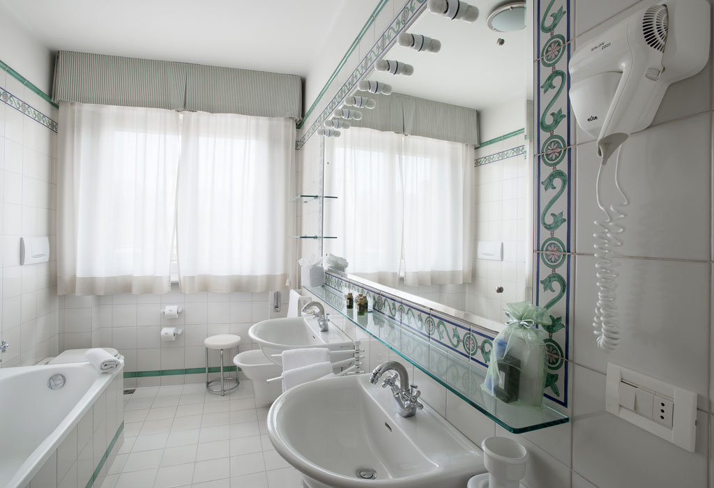 Hermitage Hotel and Resort Bathroom