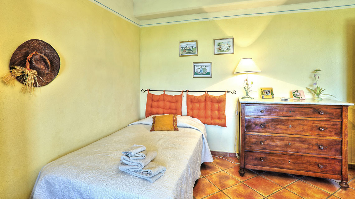 bedroom with single bed Le Selvole Farmhouse