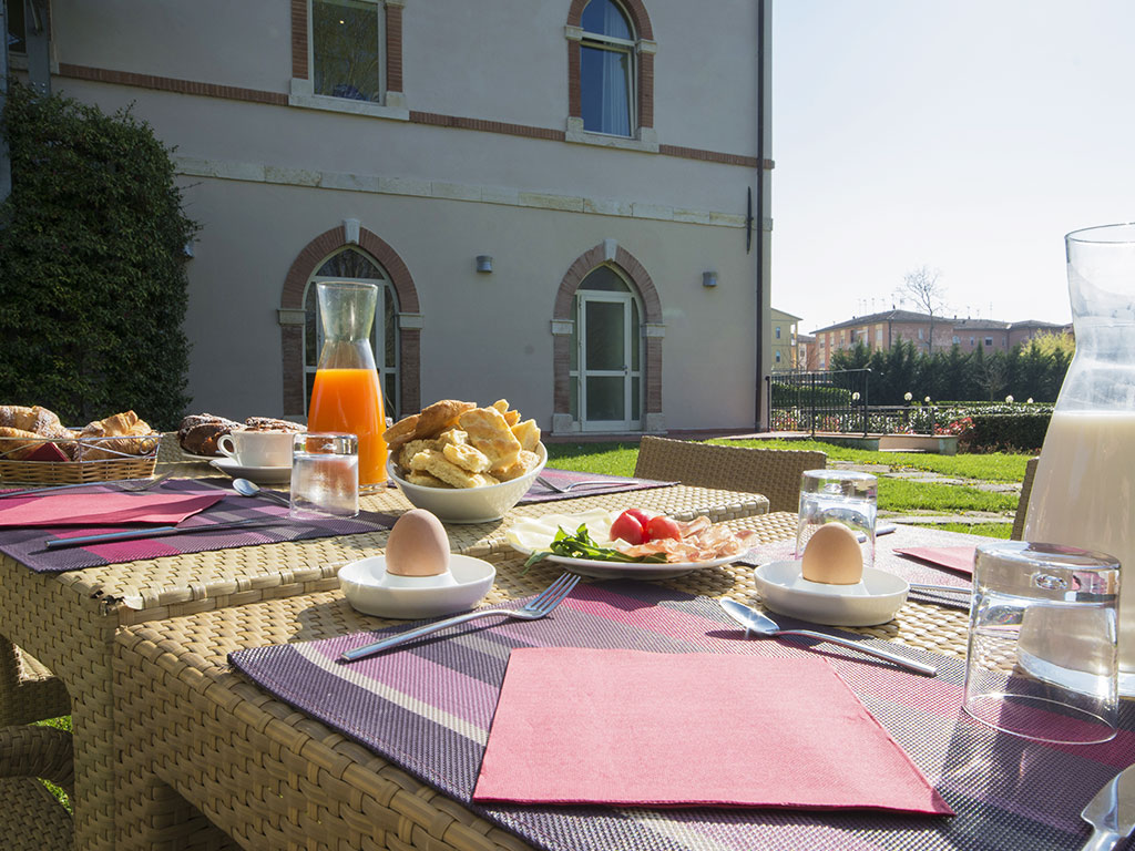 outside dining table with breakfast foods Hotel Certaldo