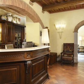 reception with front desk Unahotels Palazzo Mannaioni Toscana