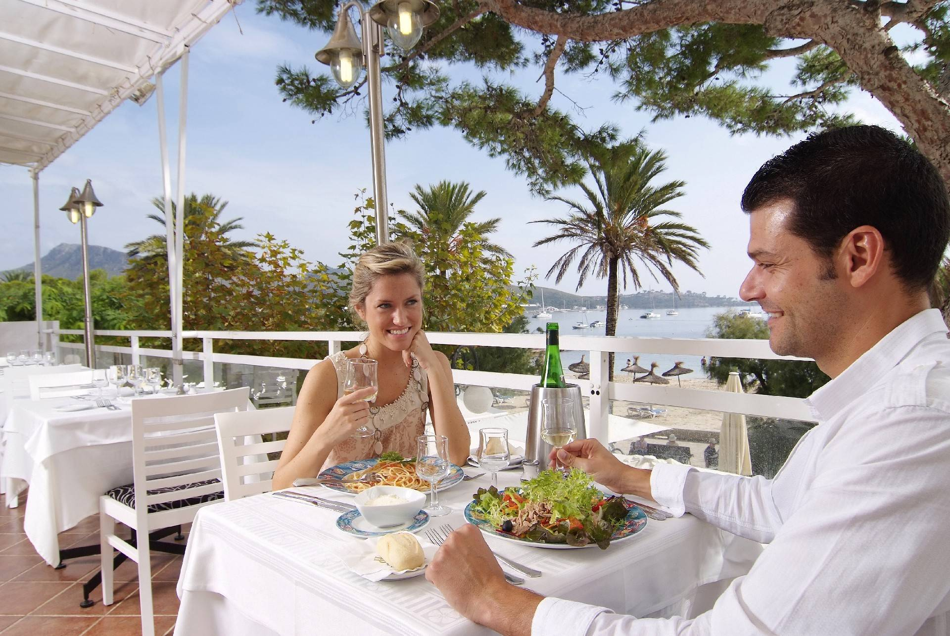 hotel-daina-restaurant-terrace-with-sea-view--by-hoposa-daina