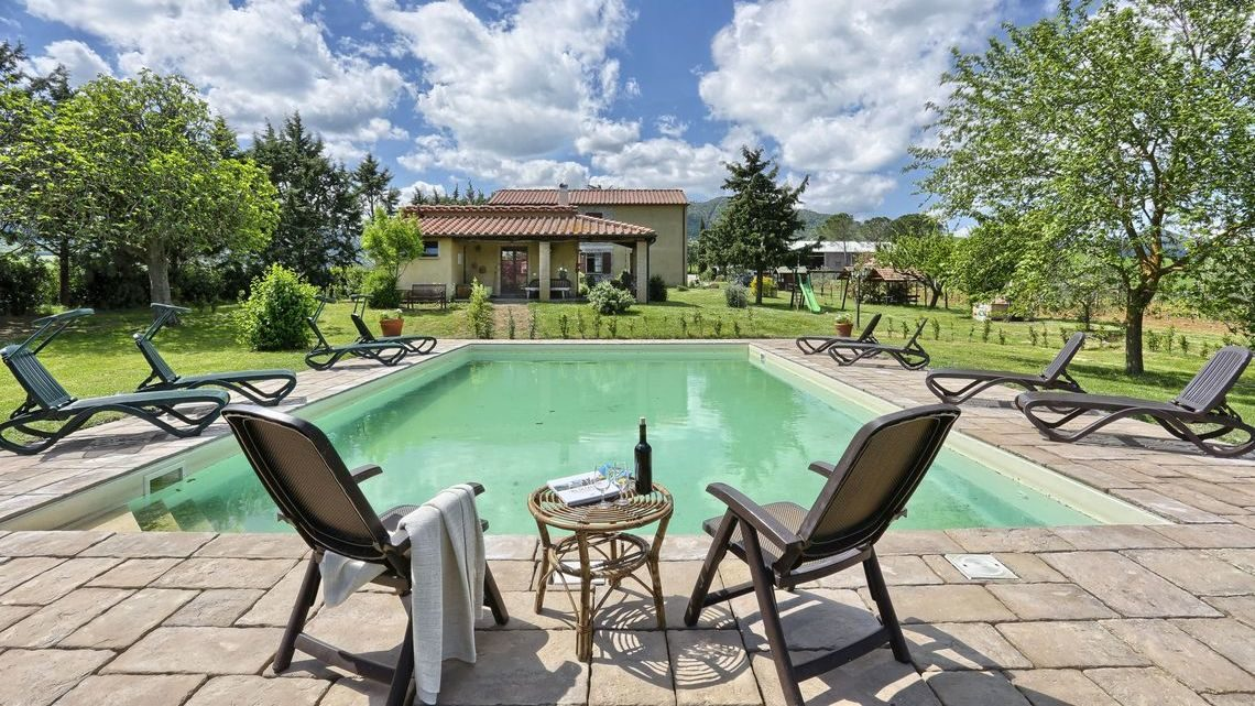 swimming pool with sun loungers Le Selvole Farmhouse