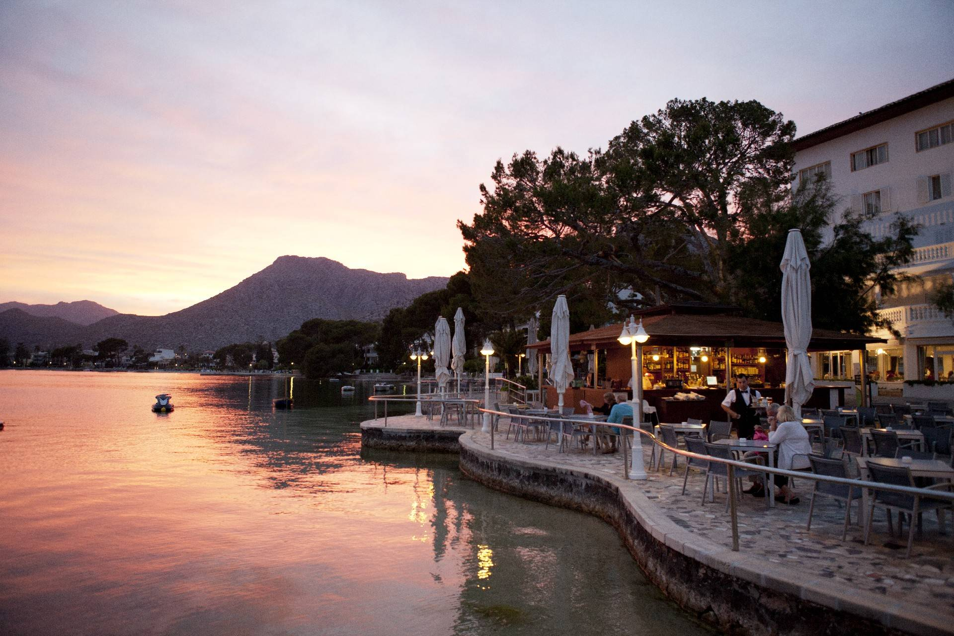 seaside-terrace-restaurant-hotel-illa-d'or-puerto-pollensa--by-hoposa