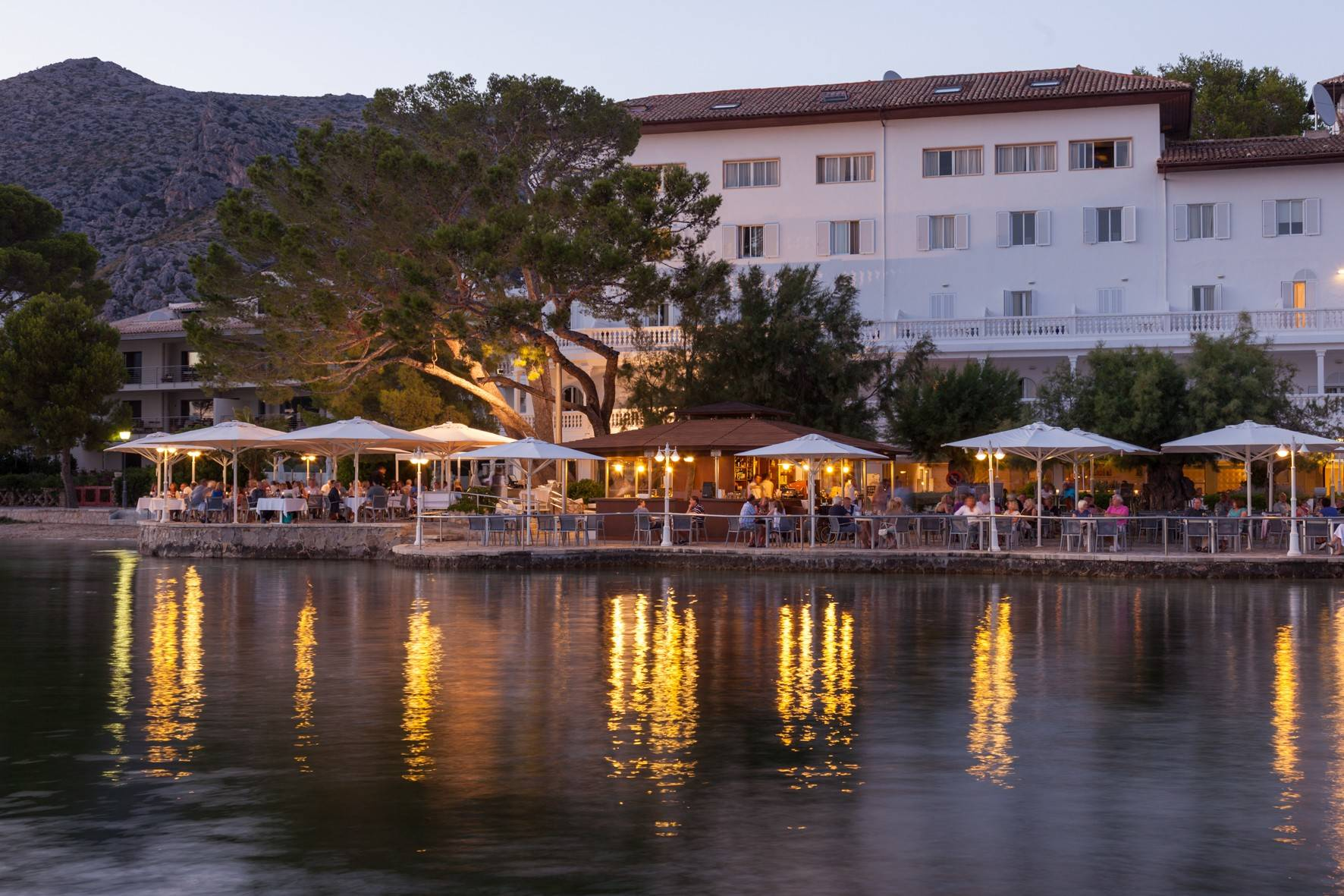 seaside-terrace-restaurant-at-sunset-from-sea-hotel-illa-d'or-puerto-pollensa--by-hoposa