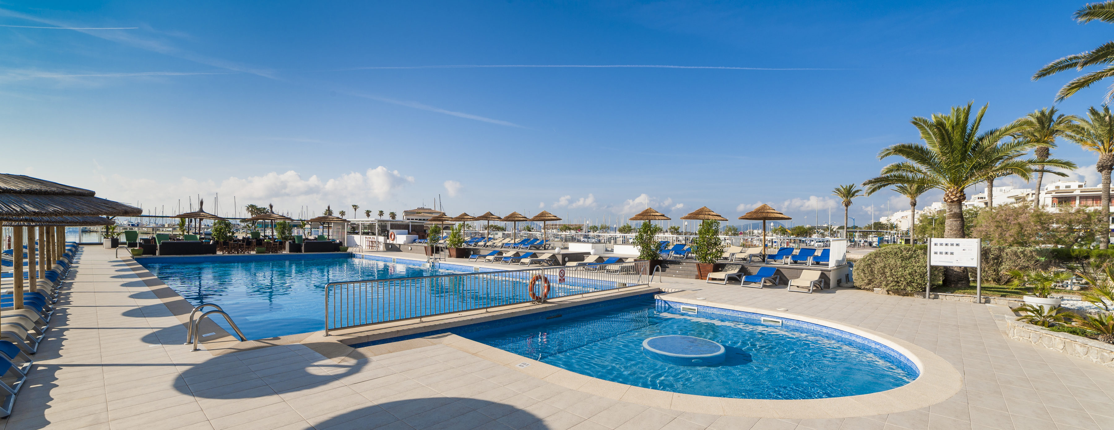 Swimming Pool Apartments Hoposa Daina