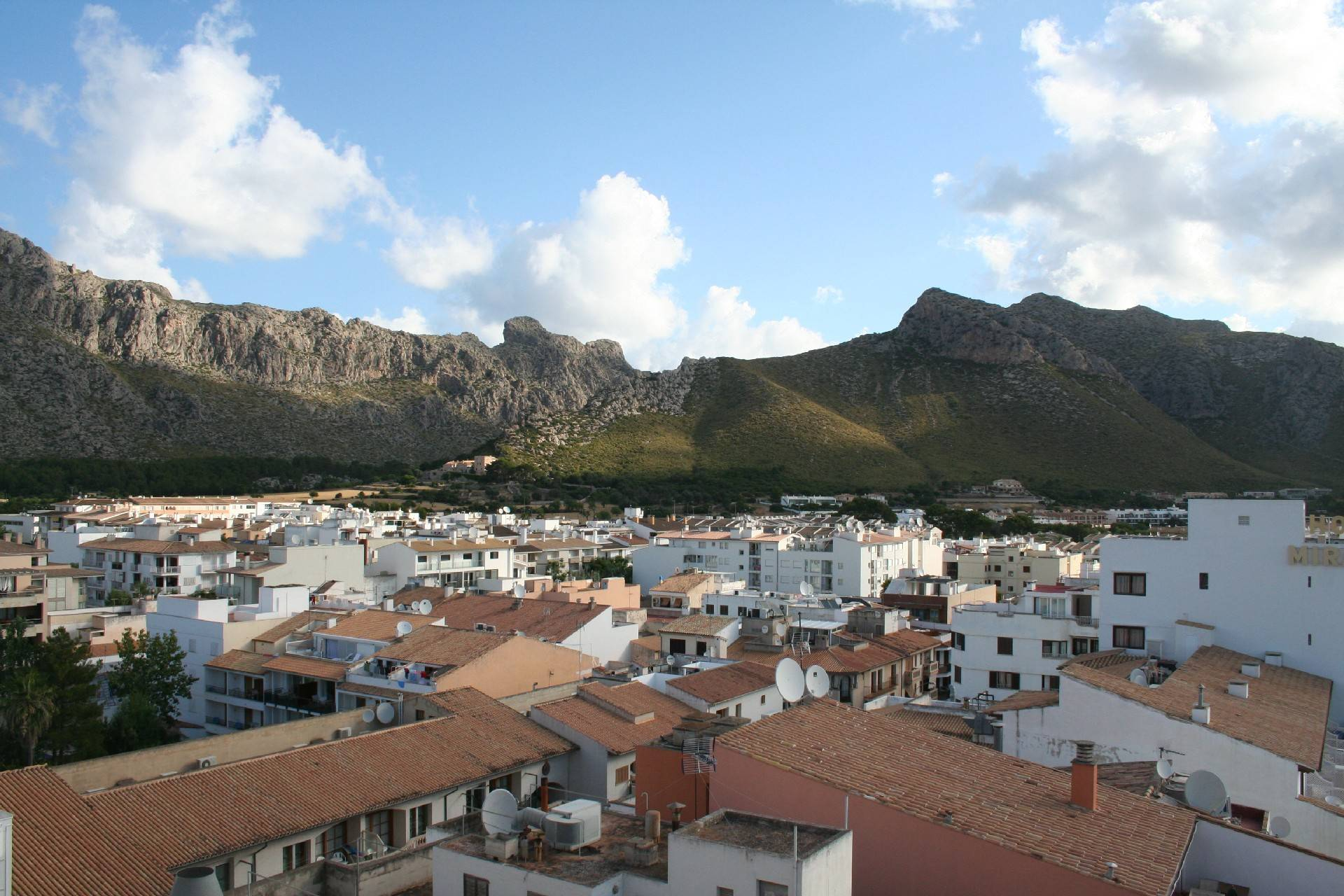 mountain-rooftops-view-from-hoposa-daina--port-de-pollensa