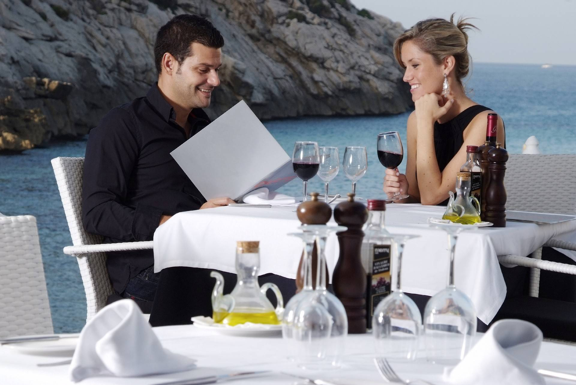 dinner-for-two-at-the-hotel-niu-restaurant-cala-san-vicente--by-hoposa