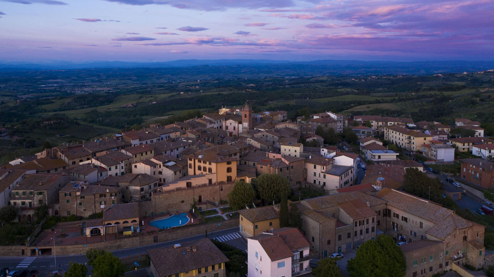 ariel view of hotel and surrounding town Unahotels Palazzo Mannaioni Toscana